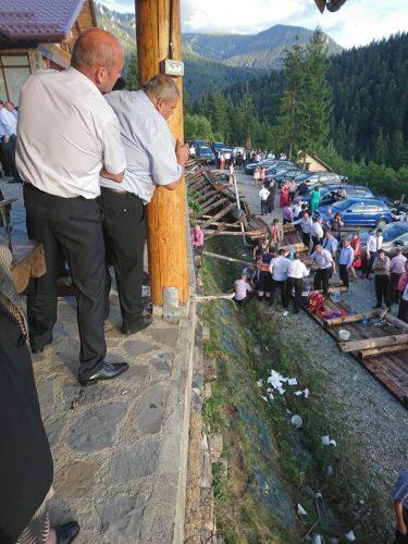 accid 375x500 Accident grav la o nunta, in Neamt. Mai multe persoane duse la spital