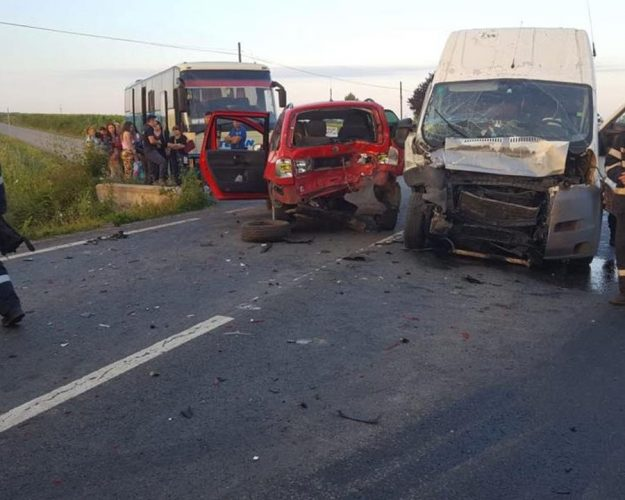 accident bihor 625x500 11 oameni, raniti intr un accident pe DN 79