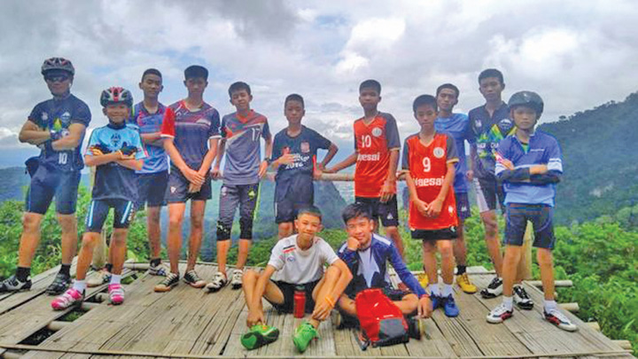 copii tailanda Toti cei 13 membri ai echipei de fotbal, SCOSI la suprafata in viata