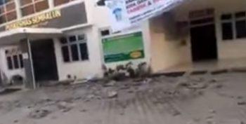 cutr 350x177 Cutremur in Indonezia  cel putin 10 oameni si au pierdut viata (VIDEO)