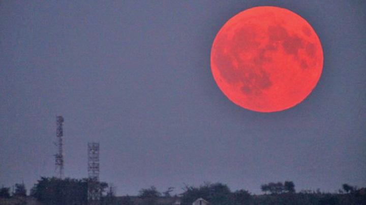 eclipsa luna Cea mai lunga eclipsa de luna totala a secolului