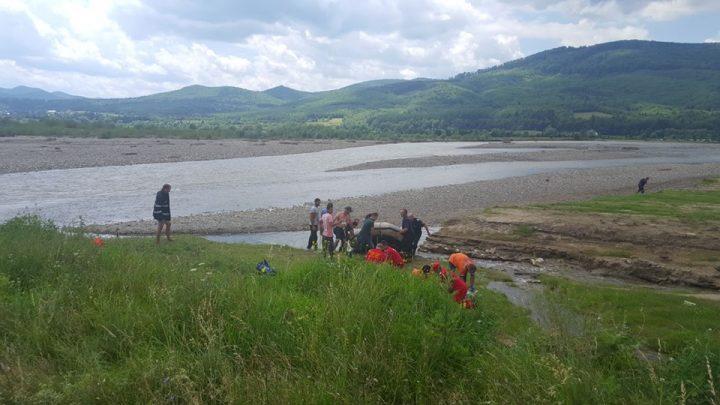fete s au inecat 720x405 Inca o familie greu incercata: doua surori din Suceava au murit inecate