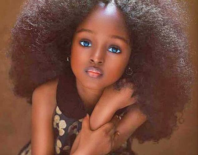 frumoasa Copila care a cucerit retelele de socializare cu ochii ei