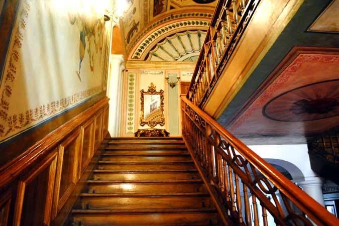 interior palat 2 Ghica Tei, palatul primului domn de după fanarioți (II)