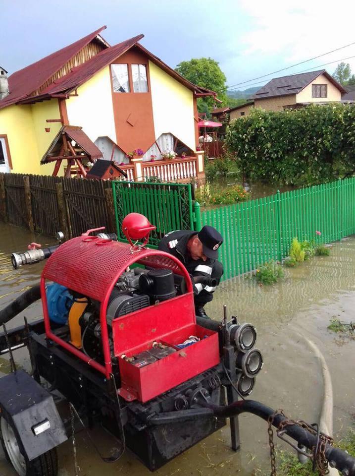 inundatii 22 Efectele ploilor, vizibile in 21 de localitati. Pompierii au intervenit in ajutorul oamenilor