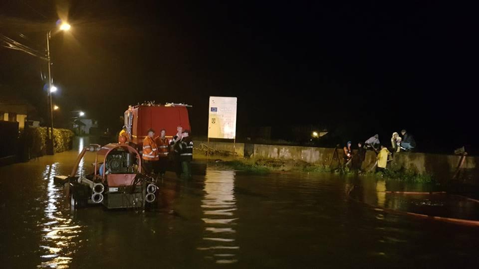 inundatii 5 Zeci de localitati din 19 judete si Capitala, afectate de inundatii