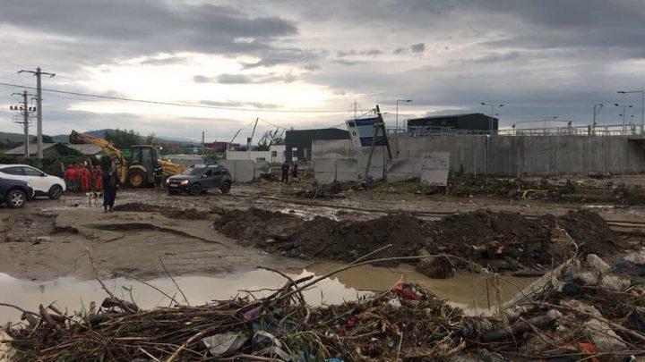 inundatii 720x405 Zeci de persoane evacuate in cursul noptii trecute din zonele inundate