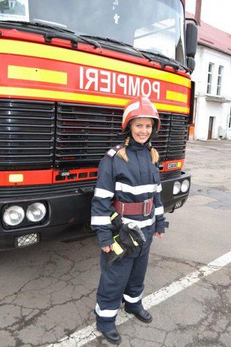 laura 333x500 Batran de 82 de ani, injunghiat pe strada, la Brasov. Ea i a acordat primul ajutor!