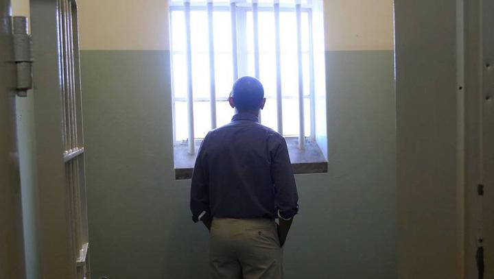 mandela Cat costa o noapte in celula lui Mandela