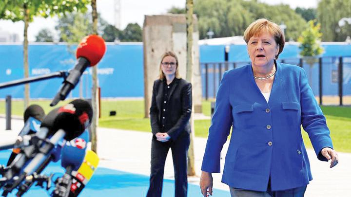 merkel 1 Vrea un NATO cazinou pentru SUA