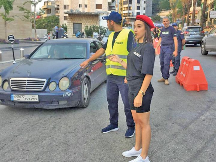 """politiste 2 """"Sexy politiste"""" intr o tara musulmana"""