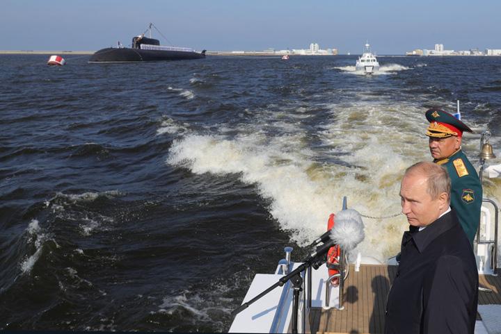 putin submarin Putin anunta o superflota marina
