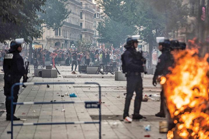 scandal 1 Au dat cupa pe scandal: morti si raniti in Franta