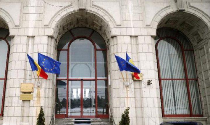 sediul ministerului justitiei 720x431 Protest la MJ: Vopsea rosie si poze cu Toader, pe scarile ministerului (VIDEO)