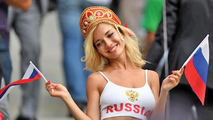 sexy FIFA: Fara prim planuri pe suporterele sexy