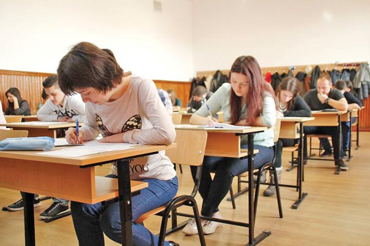 subiecte bacalaureat 2015 Elevii, batjocoriti la bacalaureat de profesorii corectori