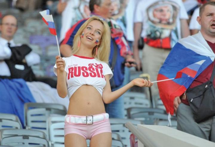 suportera Rusii dau Franta castigatoare