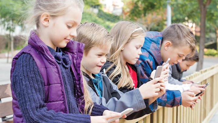 telefoane Franta interzice telefoanele in scoli