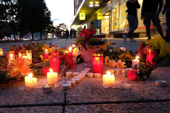 "0203973651 chemnitz memorial man killed August 26 dpa 720x480 Nemtii au declansat ""vanatoarea de imigranti""!"