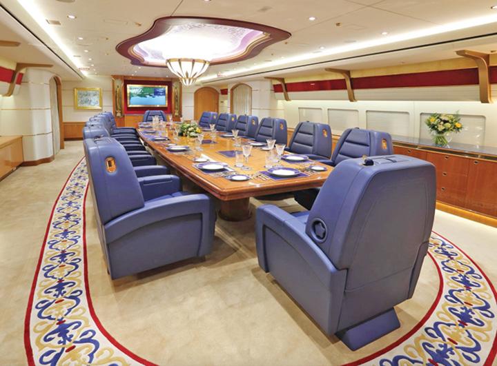 1 1 Familia regala din Qatar isi vinde palatul zburator