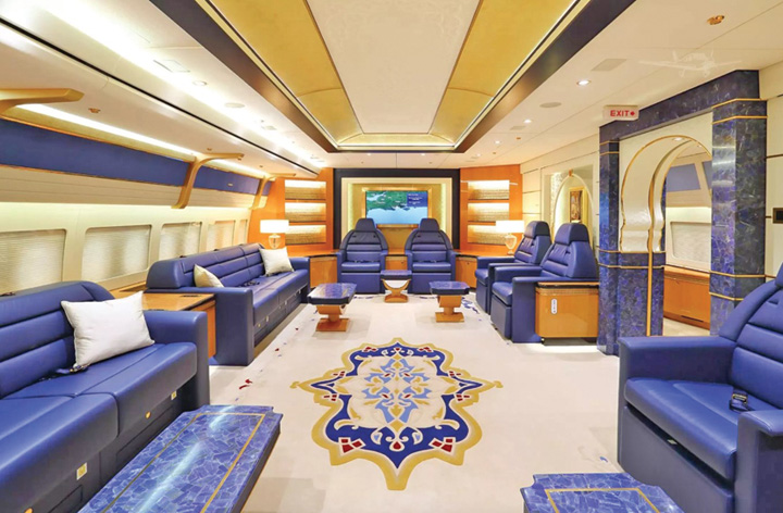 2 2 Familia regala din Qatar isi vinde palatul zburator