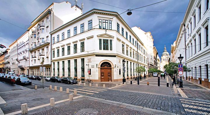 CEU Budapesta Ungaria Fifor, scolit de Soros la Budapesta!