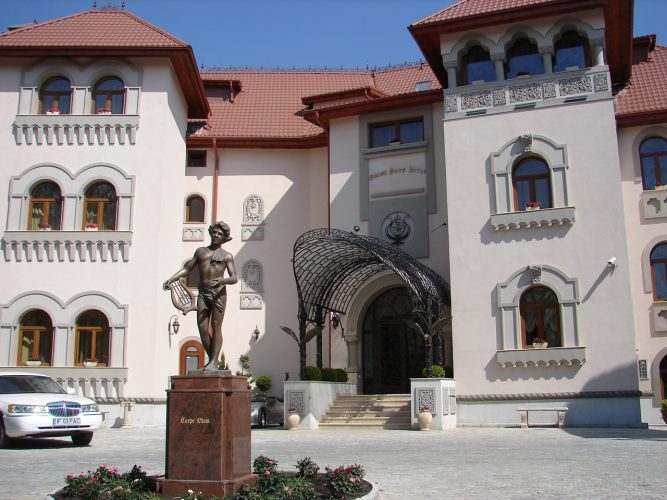 Carol Parc Hotel Front 667x500 Palatul Suter. Istoria reînvie (II)