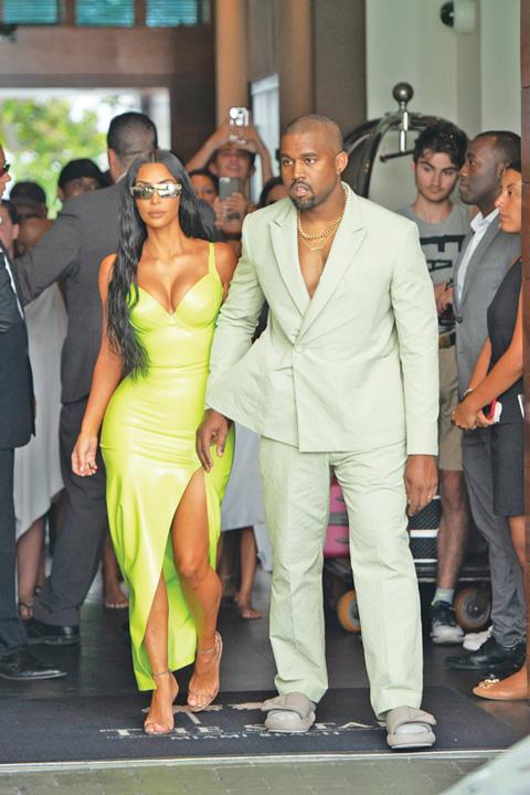 SPL5016962 001 2 Kanye West, la nunta in papuci si sosete