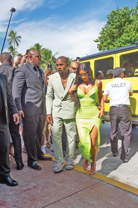 SPL5016962 036 Kanye West, la nunta in papuci si sosete