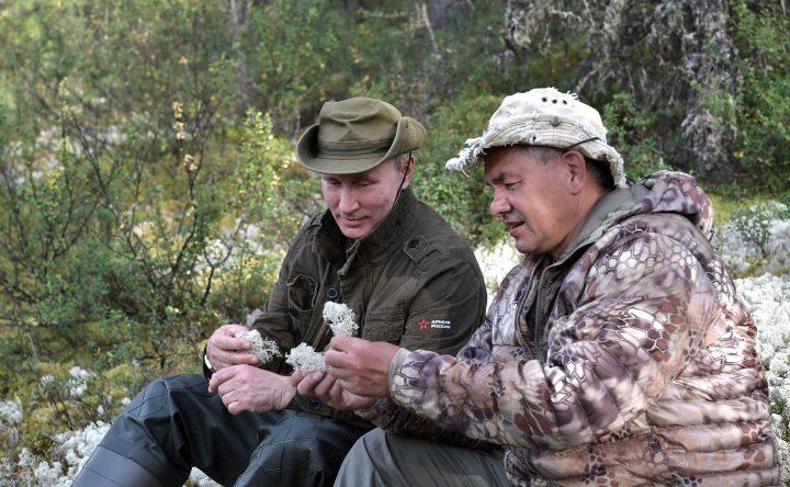 Vladimir Putin in Tuva 2017 08 01 03 03 720x444 Putin, in vacanta cu seful FSB si ministrul rus al Apararii!