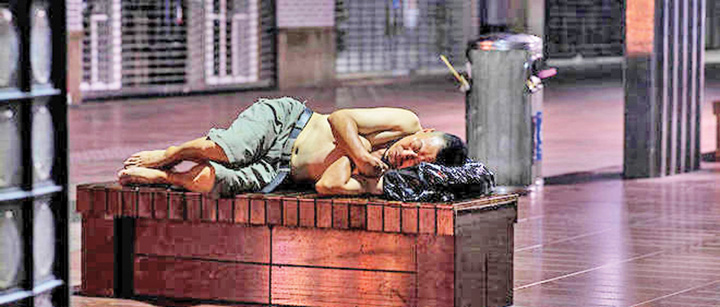 calduri Din cauza caldurii, chinezii dorm pe strazi