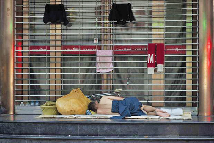 calduri2 Din cauza caldurii, chinezii dorm pe strazi
