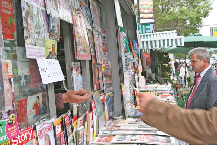 chiosc ziare Ce mai pregatesc gunoaiele din presa
