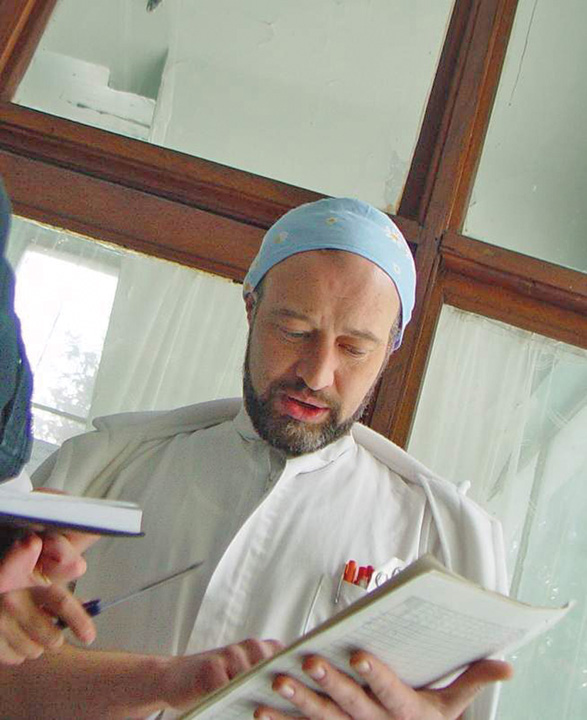 "dr.Balan 3 Cum se ""ascunde"" un cunoscut ginecolog din Bacau de executarea condamnarii"