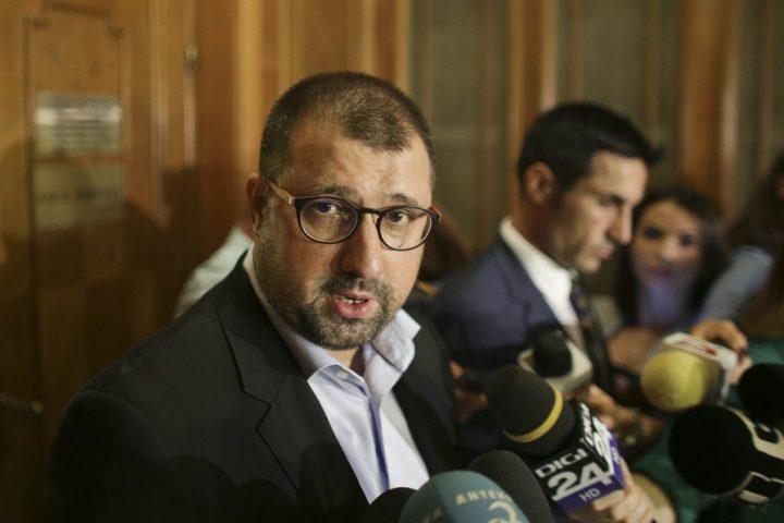dragomir 720x480 Fostul ofiter SRI Daniel Dragomir intra in politica