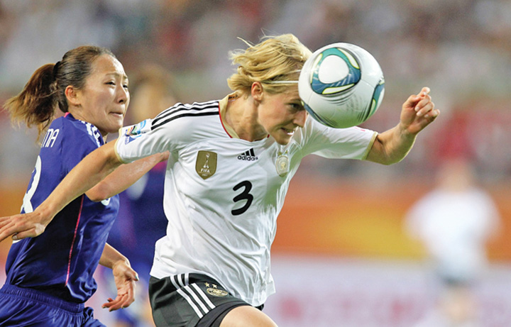 femei fotbal Femeile trebuie sa se lase de fotbal