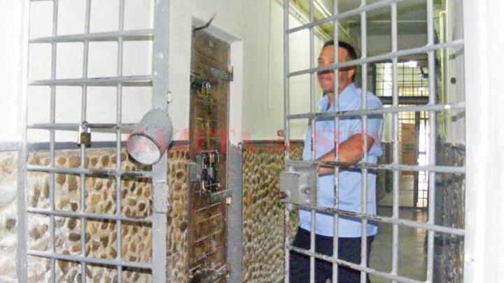 gardienii Detinutii vor avea o vara de libertate, gardienii intra in greva
