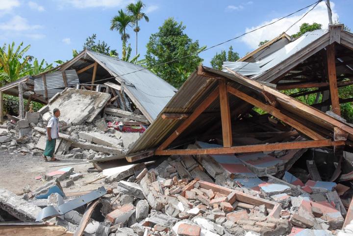 indonezia 7 Cel putin 149 de morti in Indonezia