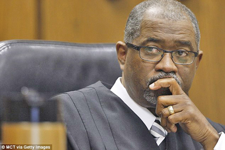 judecator Sot desbagubit cu 8,8 milioane de amant