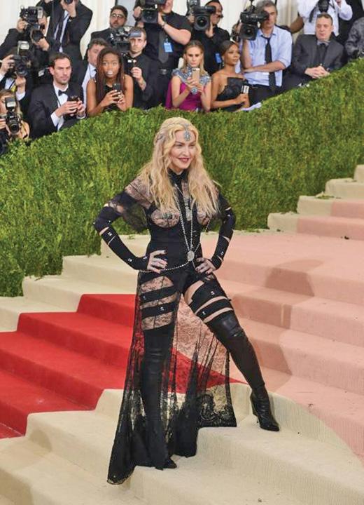 madonna mare Madonna are cu ce si la 60 de ani