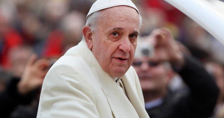 papa 3 720x378 Papa Francisc si a pus in cap LGTB