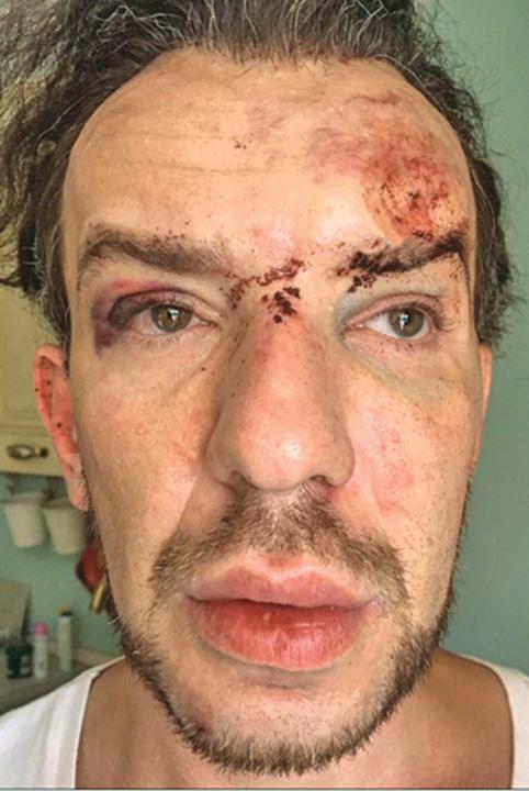 pelger Designerul Stephan Pelger dezbracat, jefuit si batut de doua femei