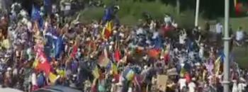 prot 350x130 Atmosfera tensionata la protest. S a folosit tunul cu apa in Piata Victoriei (VIDEO)