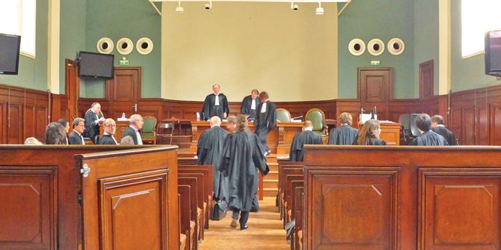 sala de judecata Se calca apa in servicii!