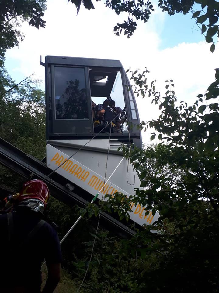 telecab 19 turisti blocati in telecabina, in Hunedoara.Pompierii alpinistile au venit in ajutor