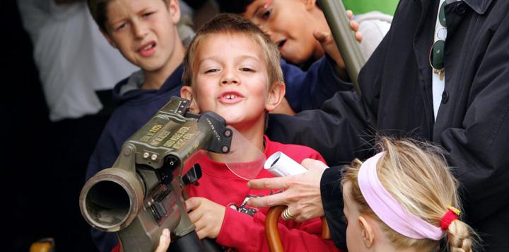 arme scoli Reclame in scoli pentru armamentul european