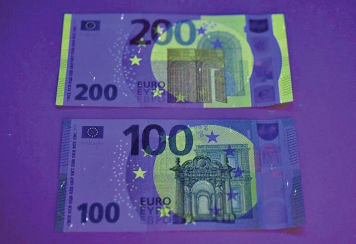 bani 1 Noile bancnote de 100 si 200 de euro