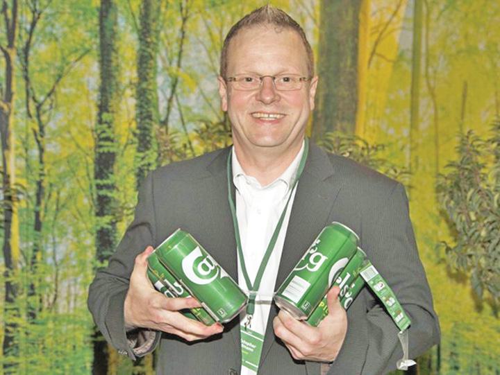 bere 2 Premiera mondiala: cutii de bere lipite cu adeziv