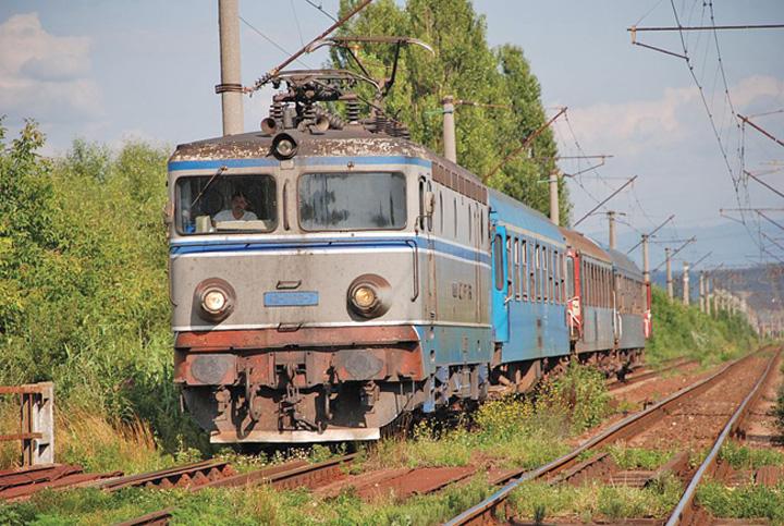 "cfr CFR anunta investitii: trenuri ""Sageata albastra"" la mana a doua"