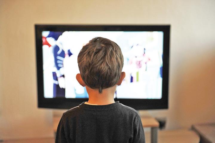 copii ecran Creierul copiilor, afectat dupa 2 ore de ecran
